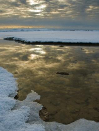 Hank Erdmann 505-30 Winter Sky Reflections V x1000