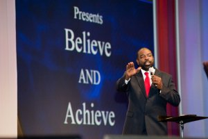 event photography of keynote speaker Les Brown speaking at the San Diego Convention Center