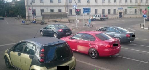 Masina din CJ la semafor pe Magheru, Oradea