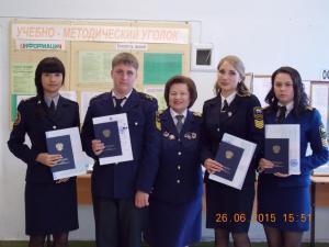 Элеонора Задорина получила диплом (первая слева).