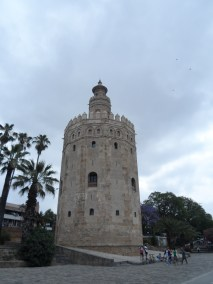 The Torre del Oro (the Gold Tower) is one of Sevilla's mainsights on the river.