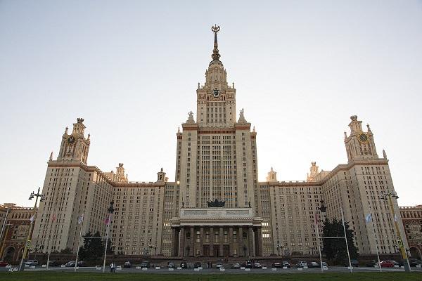 Картинки по запросу Главное здание (высотка) МГУ