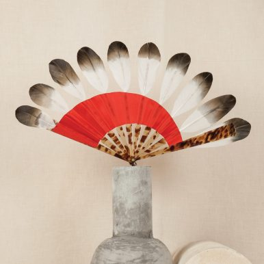 P. 178 Fan with swan feathers and silk, Galalith monture(contemporary) c Andy Julia