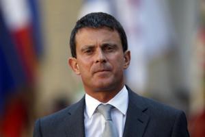 Manuel Valls a défendu lundi son bilan lors de son deuxième discours annuel aux forces de sécurité, après une semaine de polémique sur les Roms qui lui vaut un large soutien dans l'opinion et l'opposition d'une partie de la gauche. /Photo prise le 23 août 2013/REUTERS/Charles Platiau