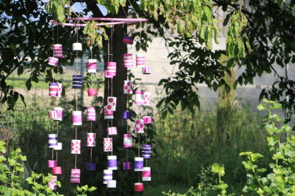 (Katzenfutter)dosenmobile – Jetzt dekoriert sie auch noch den Baum!