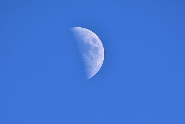 moon-2279198_640.jpg