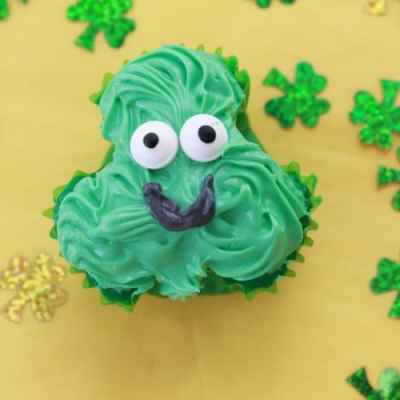 St Patrick's Day: Simple Shamrock Cupcakes