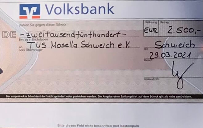 Mosella erhält 2.500,00 €-Scheck von der Volksbank überreicht