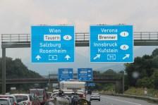 Autobane nederst i Tyskland, Alpene i bakgrunnen
