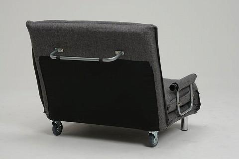 大型のキャスター付き。背面に、移動用のバー付き(ベッドのときは支柱になります)