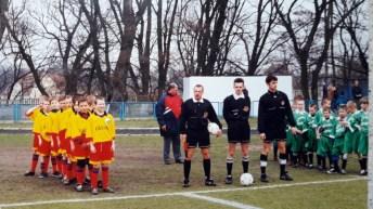 2000. Żaki Granicy przed wiosennym meczem III ligi z Pogonią Lębork.