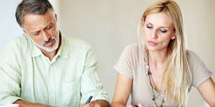 При разводе алименты назначаются автоматически