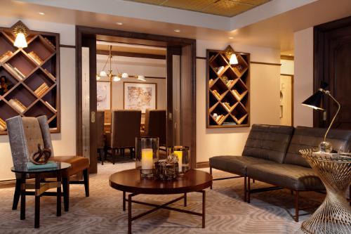 WestHouse Hotel New York Lounge