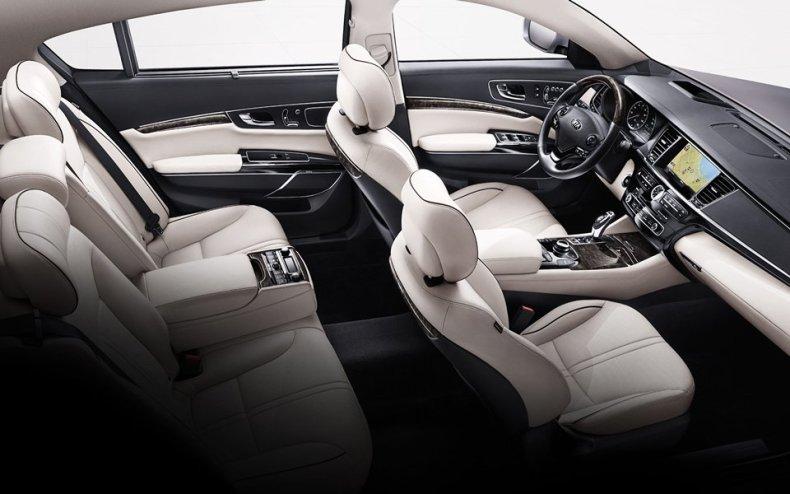 Kia K900 New Luxury Car MosnarCommunications 2
