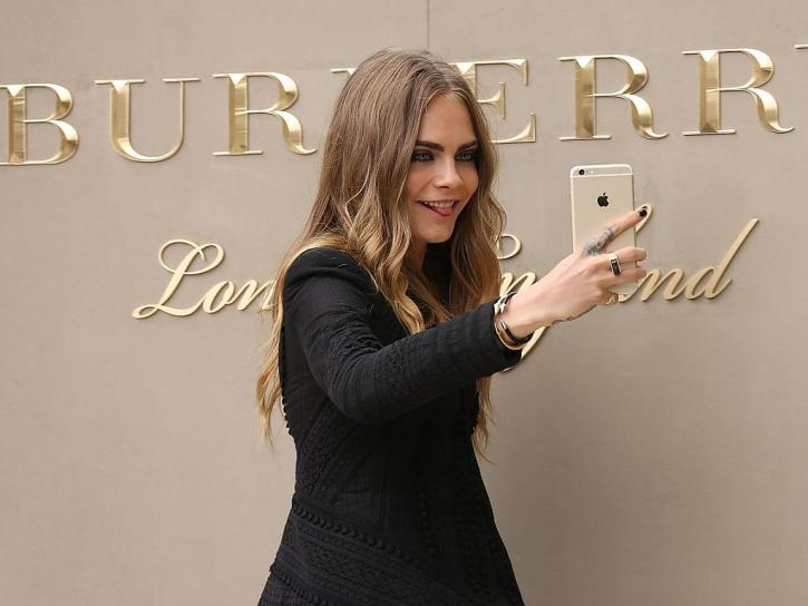 Cara Delevingne Burberry Womenswear Spring Summer 2016 Show London MosnarCommunications