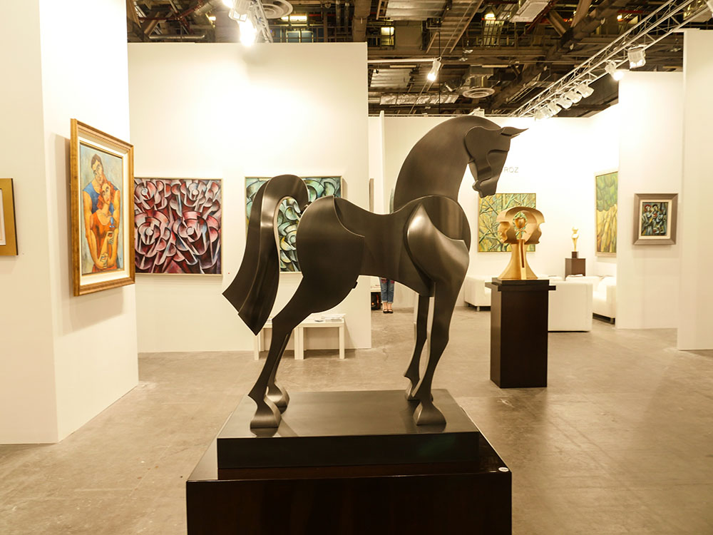 Yuroz and Moso Art Gallery booth at Art Stage Singapore 2017 - Intrepid horse sculpture by Yuroz