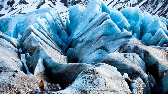 2.12.08 | Iceland/Svínafellsjökull Glacier An EIS team member