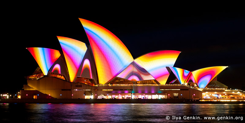 vivid-sydney-lighting-the-sails-0001