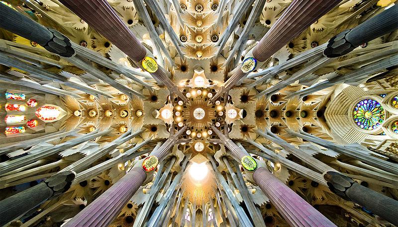 800px-Sagrada_Familia_nave_roof_detail