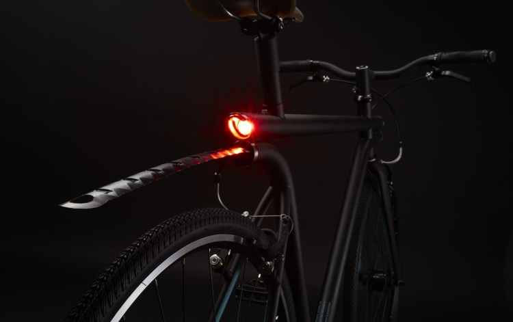 NYC_MERGE_Rear_light_and_retractable_fender-1160x730