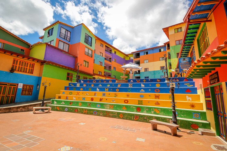 jessica-devnani-guatape-colombia-colorful-town-designboom-05