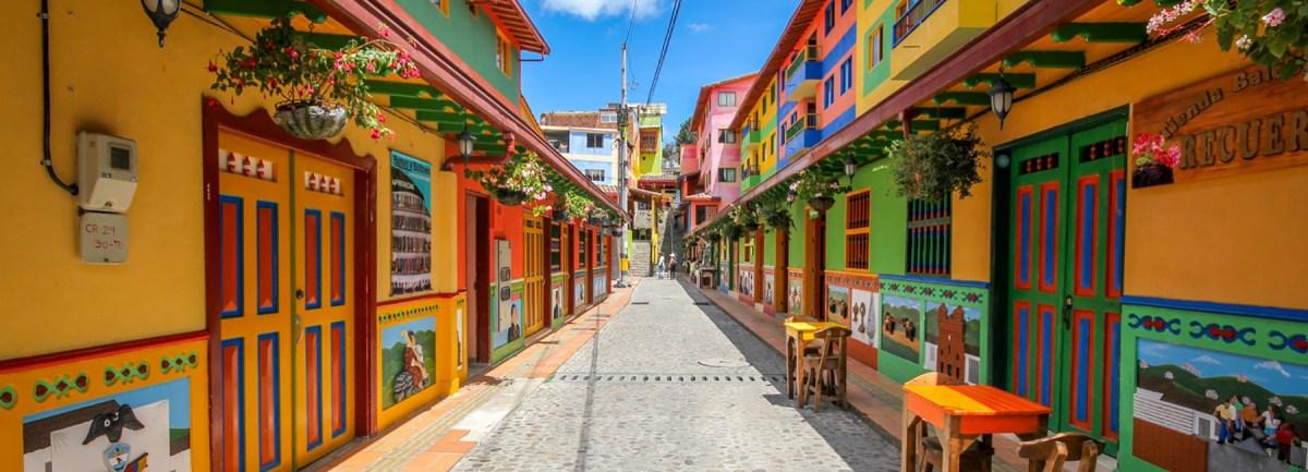 jessica-devnani-guatape-colombia-colorful-town-designboom-1800