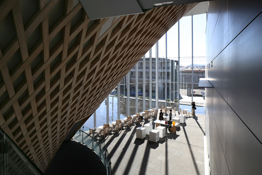 shigeru-ban-mt-fuji-world-heritage-centre-designboom-007