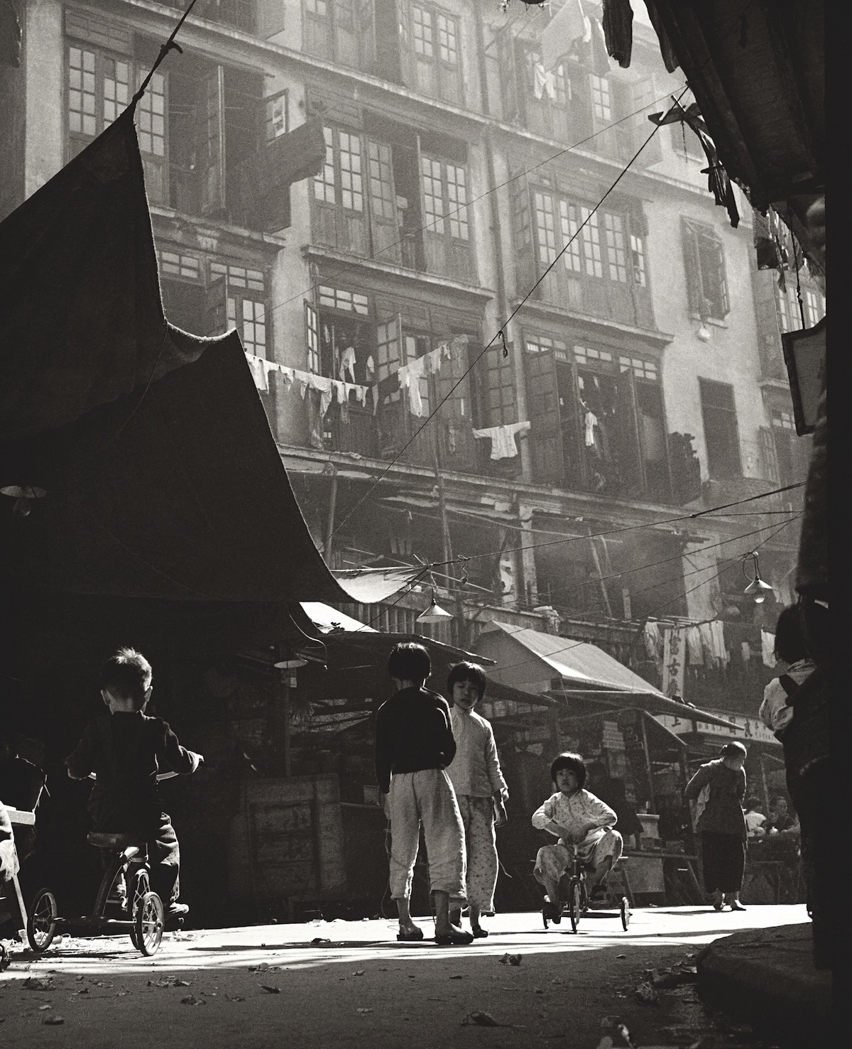 Fan-Ho-Age-of-Innocence-in-Sheung-Wan-童趣-Hong-Kong-1950s-and-60s-courtesy-of-Blue-Lotus-Gallery