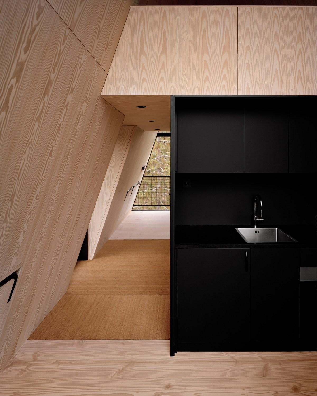 pan-treetop-cabins-espen-surnevik-woodland-architecture-norway-_dezeen_2364_col_6