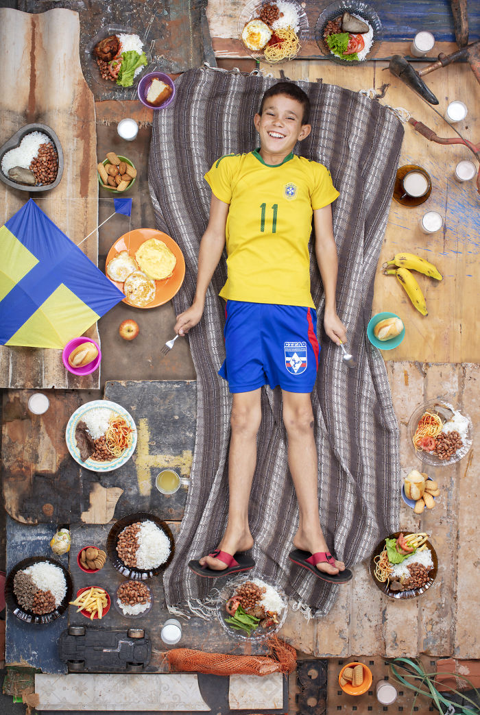 kids-surrounded-weekly-diet-photos-daily-bread-gregg-segal-27-5d11c1228257e__700