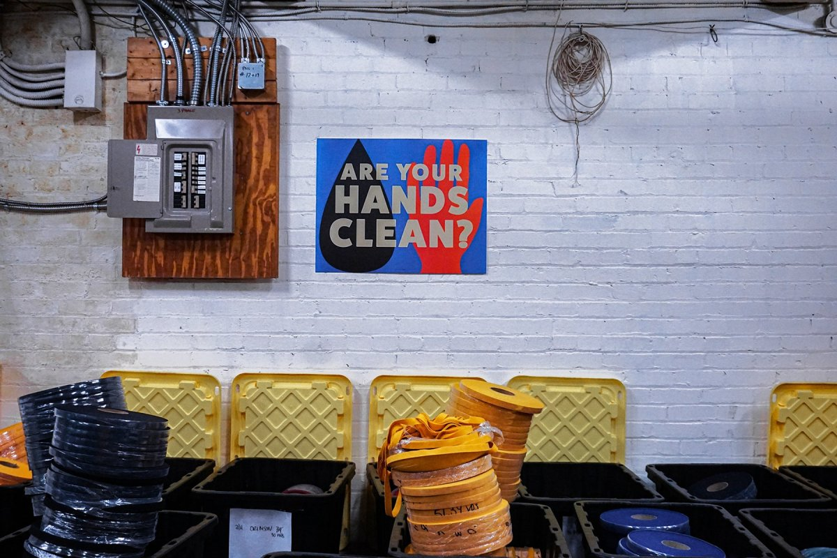 Lifestyle-Poster-HandsClean_2100x