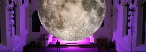luke-jerram-museum-of-the-moon-moss-andfog3