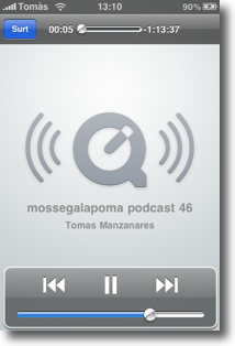 escoltant podcast per streaming a l'iphone