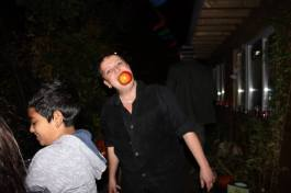 apple-bobbing at the day of the dead event