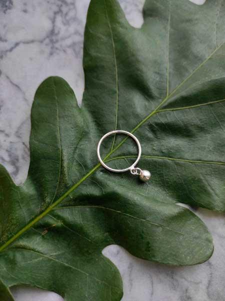 Кольцо с гирькой