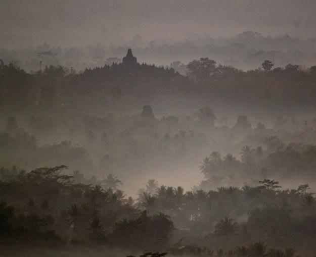 3borobudur-mist.jpg