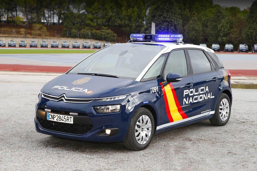 Dos detenidos en Móstoles acusados de robar 11.300 euros a una mujer en plena vía pública