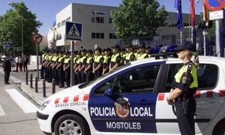 La Policía Municipal denuncia a 22 personas por no llevar puesta la mascarilla en un local