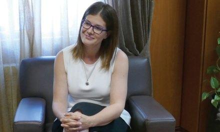 La alcaldesa se defiende y justifica la contratación de un nuevo cargo de confianza