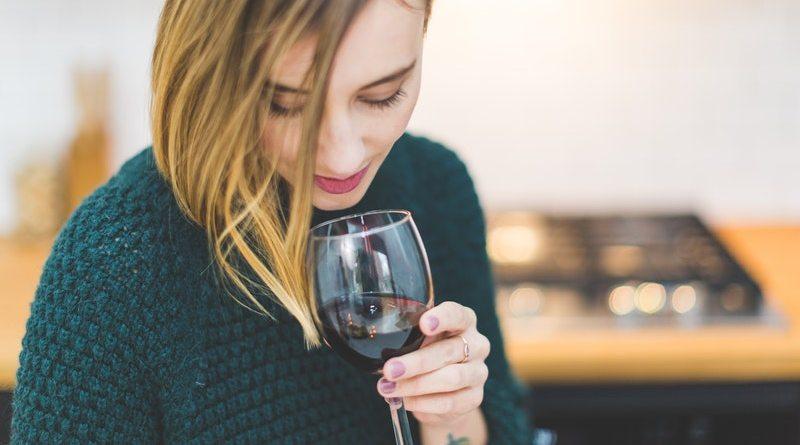Los jóvenes son los que han impuesto nuevas tendencias en el consumo de vino