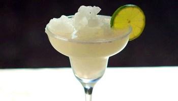 Cada 22 de febrero se festeja en todo el mundo el Día del Tequila Margarita, ese popular cóctel que México le ha regalado al mundo. La receta es muy sencilla: tequila, jugo de limón, hielo y una escarcha de sal en los bordes de la copa.