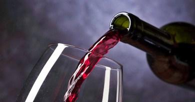El sommelier Felipe Ubeira explica que los vinos blend o ensamblajes son aquellos que se componen por la mezcla de diferentes cosechas, cepas y terruños. A juicio del especialista, existe cierto desconocimiento sobre esta categoría de productos.