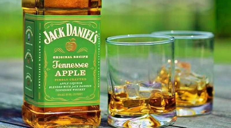 La familia de Jack Daniel´s estrena el nuevo whiskey Tennessee Apple. La mezcla combina lo suave y refrescante de la manzana con los sabores que solo Jack Daniel`s ofrece.