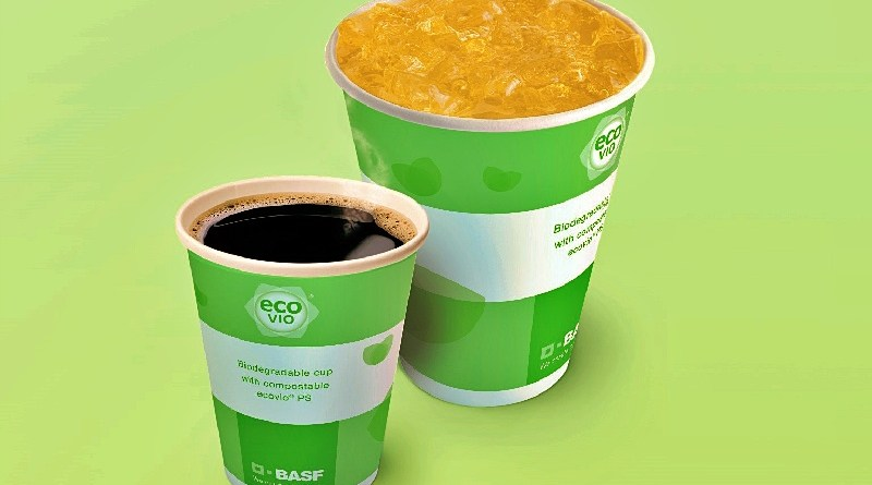 Los vasos de papel, plástico y otros productos desechables que se pueden compostar, significan un enorme beneficio ambiental, económico y social. El retorno del producto al suelo, para convertirse en fertilizante, permite la sostenibilidad de la cadena y promueve la economía circular.