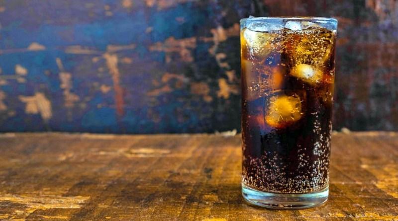Desde hace 18 años que se celebra el Día Nacional de la Piscola, fecha que conmemora a este típico trago chileno. Su elaboración sólo requiere un vaso largo, dos o tres hielos, pisco a gusto y bebida cola. Así de fácil es la mezcla.