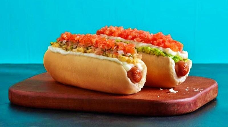 """Hoy lunes 24 de mayo celebramos el """"Día del Completo"""", una de las preparaciones de comida rápida más comunes del país."""