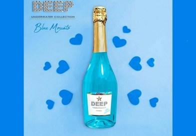 """Importado directamente desde Extremadura, España, llega a Chile """"Deep Blue"""", un disruptivo espumante azul elaborado con la cepa Moscato."""