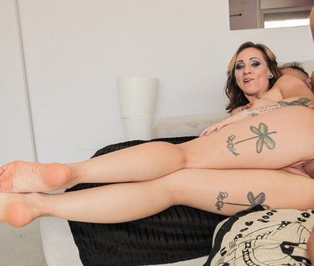 Sexy Mature Babe With Shaved Pussy And Tattoos Xxx