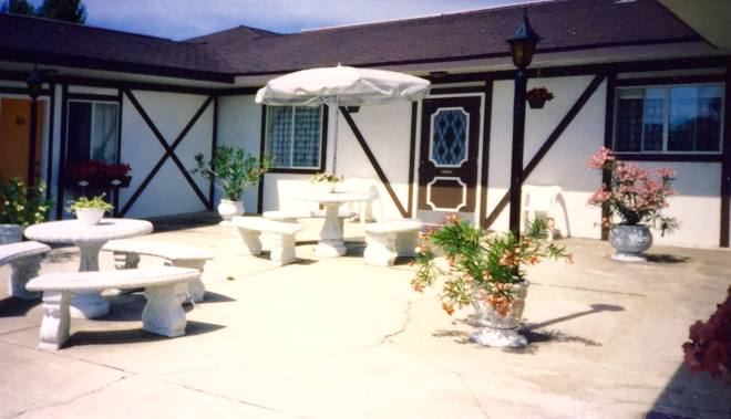 atwood motel courtyard