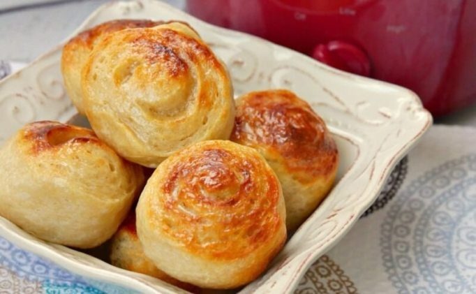 Week 98 Sunday's Best Featured Post Slow Cooker Dinner Rolls from Growing Up Gabel
